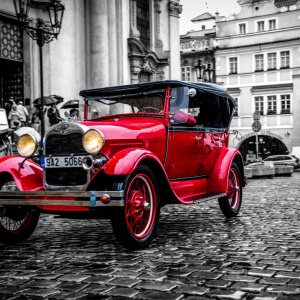 Oldtimer in red