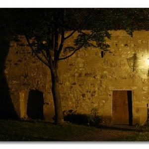 Mauer bei Nacht