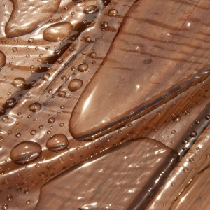 Wasser auf Holz